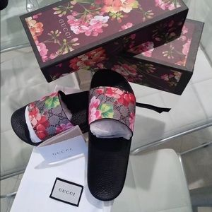 Shoes - Gucci floral flip flop TEXT (702) 867-0280‼️‼️‼️